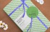 礼品丝带包装标签纸样机Attractive Wrapping Paper Mockup