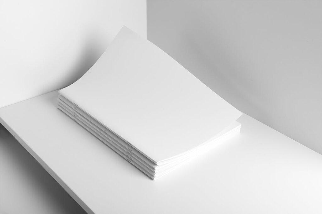 肖像A4小册子PSD模型模板样机Portrait Brochure Mockup Vol3插图(2)
